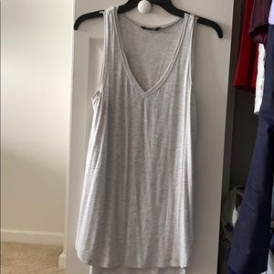 Evereve Grey V Neck High-Low Tank